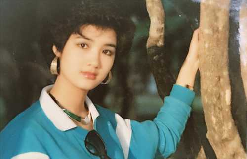 Mẹ của nữ nghệ sĩ từng là Hoa khôi của Trường Âm nhạc Việt Nam một thời. Còn bố chị hoạt động ở Đoàn ca múa Nhân dân Trung Ương.