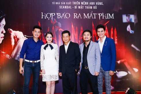 MC Vũ Mạnh Cường đã tranh thủ chụp hình cùng diễn viên Dương Cẩm Lynh, cây hài Tấn Beo, ca sỹ Nguyễn Phi Hùng….
