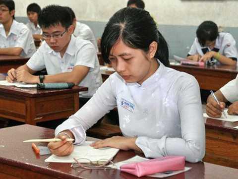 Đầu năm học mới, căn cứ vào kết quả học tập   lớp 10, 11, nhà trường tiếp tục chia lớp, điều chỉnh nhằm cân bằng trình   độ các em khi theo học lớp 11, 12.