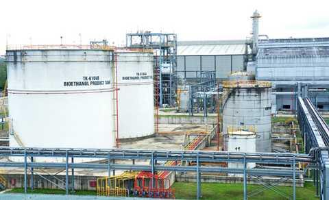 Bồn bể chứa nhà máy Bio Ethanol Dung Quất. Ảnh: Minh Hoàng.