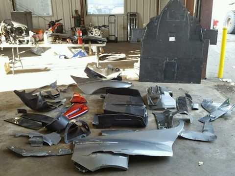 Toàn bộ phần đầu của chiếc xe đã bị đâm   nát, trong khi phần khung phía trước đã bị cong vênh. Ở phía sau, chiếc   918 Spyder chỉ bị hư hại ở góc bánh sau bên phải, chứng tỏ đây là điểm   va chạm tiếp theo của chiếc xe sau cú đâm ở phần đầu.