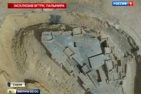 HÌnh ảnh từ máy bay không người lái chụp khi quân đội Syria tấn công (Ảnh: Mirror)