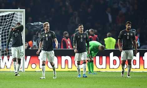 Cả bạn gái lẫn đồng đội của Schweinsteiger đều thất bại