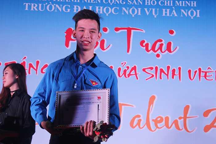 Giải Nhất cuộc thi thuộc về nam sinh Phạm Minh Hiếu.