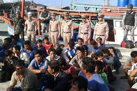 38 ngư dân Việt Nam bị hải quân Thái Lan đưa về căn cứ Songkhla. Ảnh: Second Naval Area