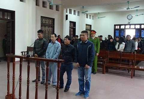 Các đối tượng tham gia gây rối ở Hồ Sen.