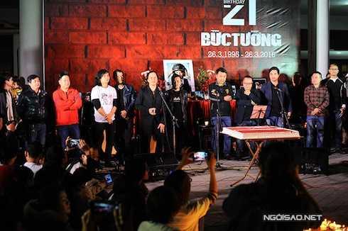 Trần Nhất Hoàng, cựu thành viên nhóm chia sẻ, tháng 3 là tháng đặc biệt vì có ngày thành lập nhóm, sinh nhật của guitarist Trần Tuấn Hùng. Giờ đây, tháng 3 càng đáng nhớ hơn khi mọi người chia tay người anh, người thủ lĩnh tuyệt vời của Bức Tường. Nhất Hoàng nói:
