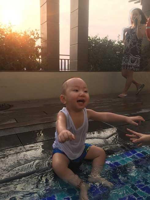 Tuấn Hưng chia sẻ nỗi nhớ với cậu con trai Su Hào khi đang có chuyến lưu diễn tại châu Âu.