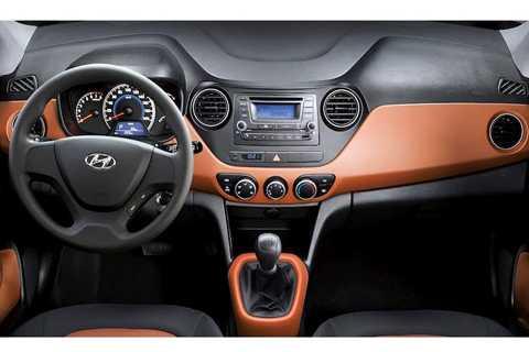 Phiên bản hatchback đắt nhất của i10 có   giá 457 triệu, trong khi bản sedan là 479 triệu. Cũng giống như Morning,   trang bị của i10 cũng khá hấp dẫn với ghế da, vô-lăng trợ lực điện,   khởi động nút bấm, kết nối Bluetooth, chống bó cứng phanh, camera lùi...