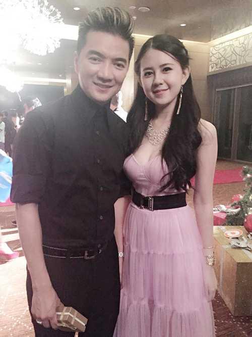 Nini Nguyệt chụp ảnh cùng ca sỹ Đàm Vĩnh Hưng.