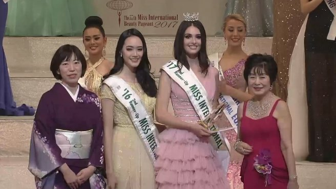 Ket qua Hoa hau Quoc te 2017: Nguoi dep Indonesia dang quang hinh anh 3