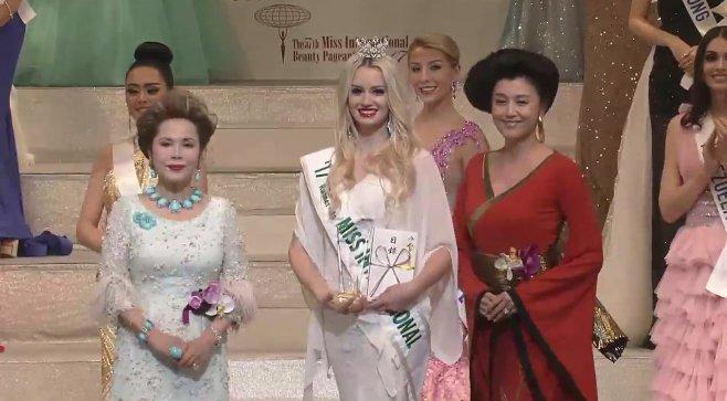 Ket qua Hoa hau Quoc te 2017: Nguoi dep Indonesia dang quang hinh anh 4