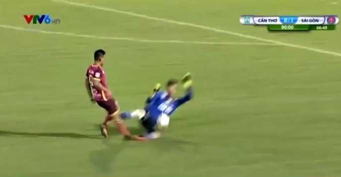 Chu tich Sai Gon FC: Trong tai dung tung cho pha bong Buu Ngoc triet ha Duy Long hinh anh 1