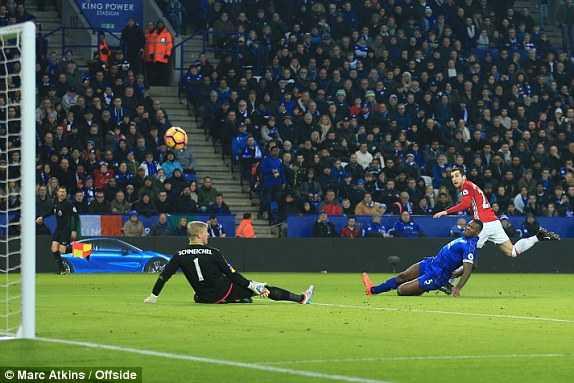 Mkhitaryan ruc sang, Man Utd vui dap Leicester City hinh anh 1