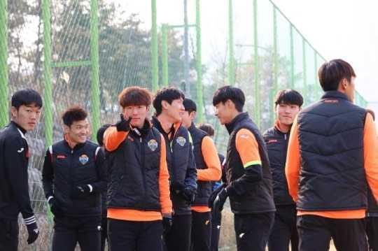 Xuan Truong o dau trong ngay Gangwon hut hoi truoc doi bong hang 3? hinh anh 1