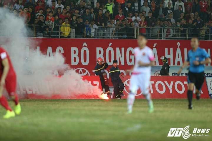 CDV Hai Phong chui trong tai, lang ma Ha Noi FC: Khong the cho nhung ke tuc tiu, vo van hoa vao san hinh anh 2