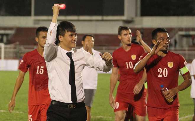17h truc tiep HAGL-TP.HCM: Cong Vinh khong len Nui, Cong Phuong doi ban thang thu 10 hinh anh 1