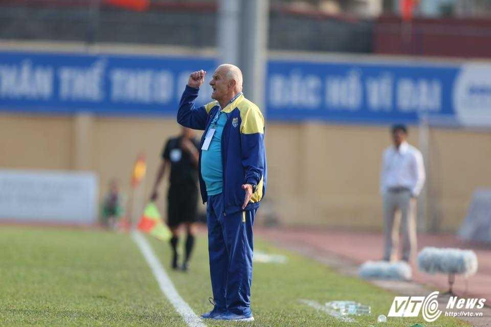 FLC Thanh Hoa bat bai: Dau an ong thay vo dich Champions League hinh anh 2