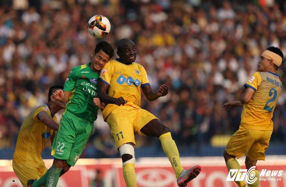 FLC Thanh Hoa bat bai: Dau an ong thay vo dich Champions League hinh anh 5
