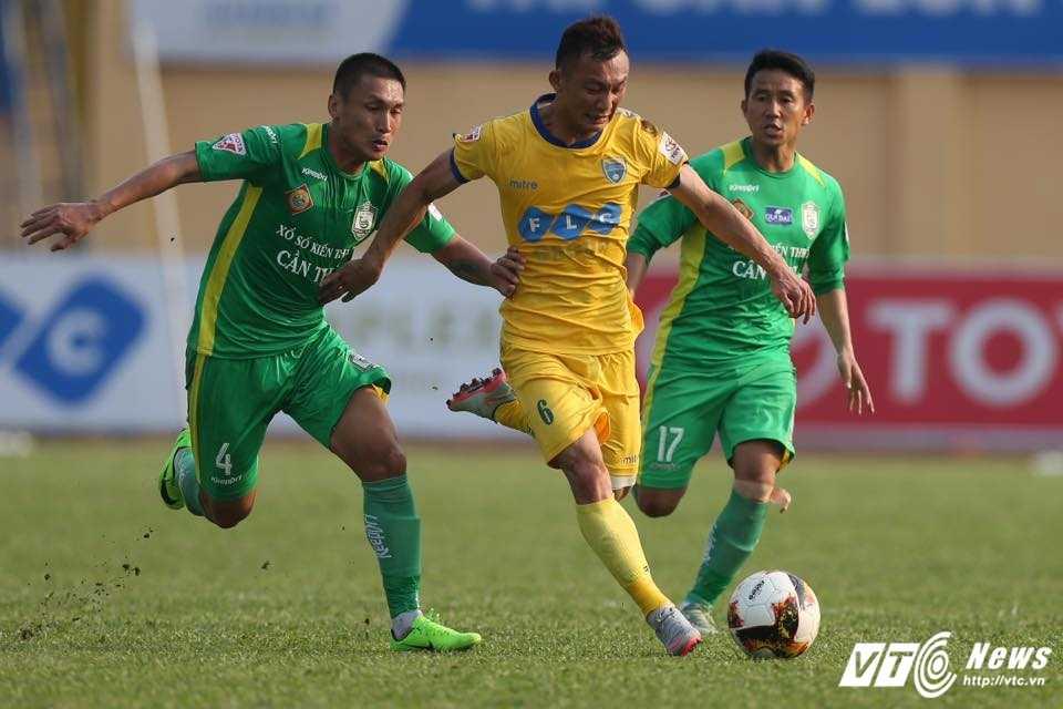 FLC Thanh Hoa bat bai: Dau an ong thay vo dich Champions League hinh anh 9