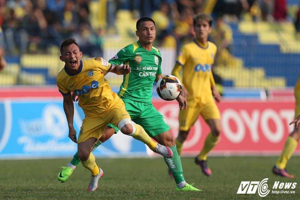 FLC Thanh Hoa bat bai: Dau an ong thay vo dich Champions League hinh anh 7