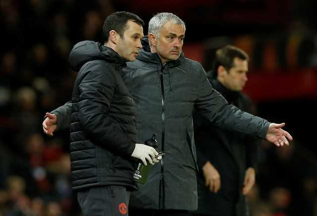 Dan mang soc truoc canh Mourinho boc chuoi cho hoc tro an hinh anh 1
