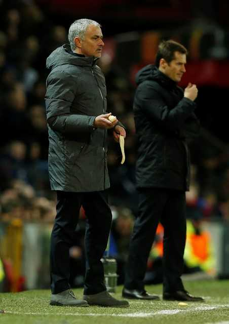Dan mang soc truoc canh Mourinho boc chuoi cho hoc tro an hinh anh 2