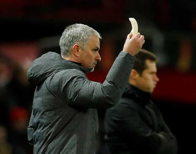 Dan mang soc truoc canh Mourinho boc chuoi cho hoc tro an hinh anh 3