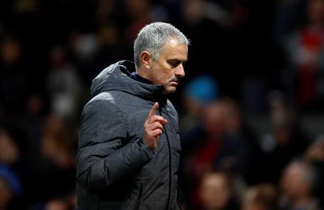 Manchester United gap kho, Jose Mourinho phan nan lieu co thay doi duoc tinh hinh? hinh anh 1