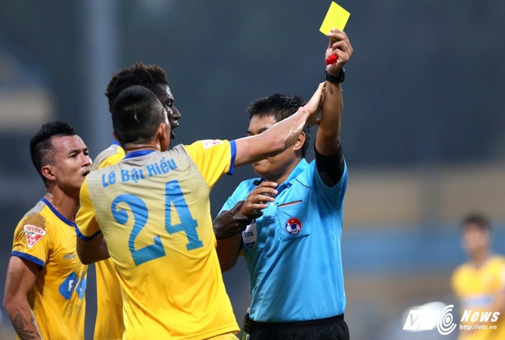 Dung hinh man dau hay nhat V-League 2017 hinh anh 5