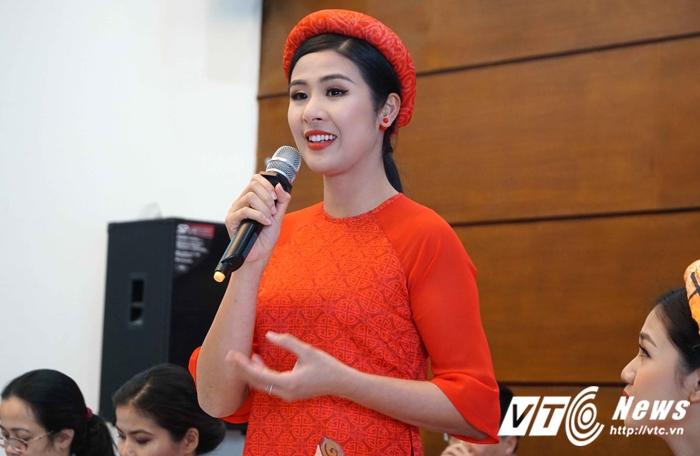 Hoa hau, A hau Viet Nam gay 'soc' khi tham gia chay marathon hinh anh 3