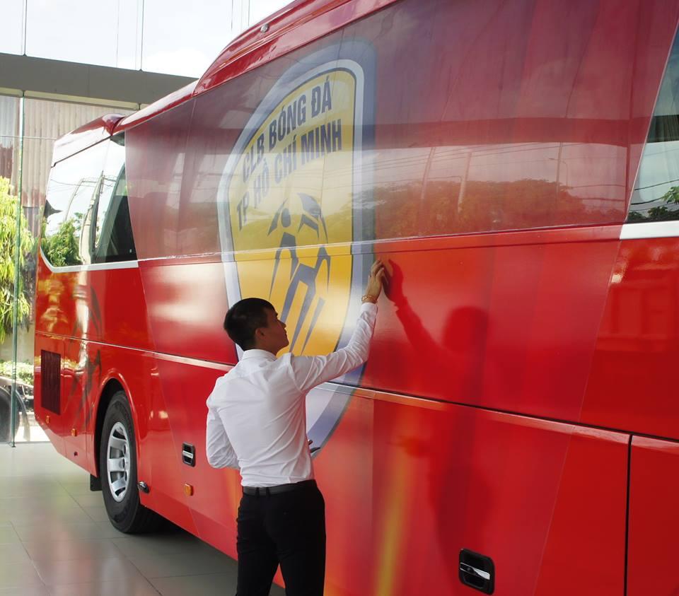 Chuyen la V-League: Cong Vinh chi tien ty mua xe khung cho CLB TP.HCM hinh anh 9