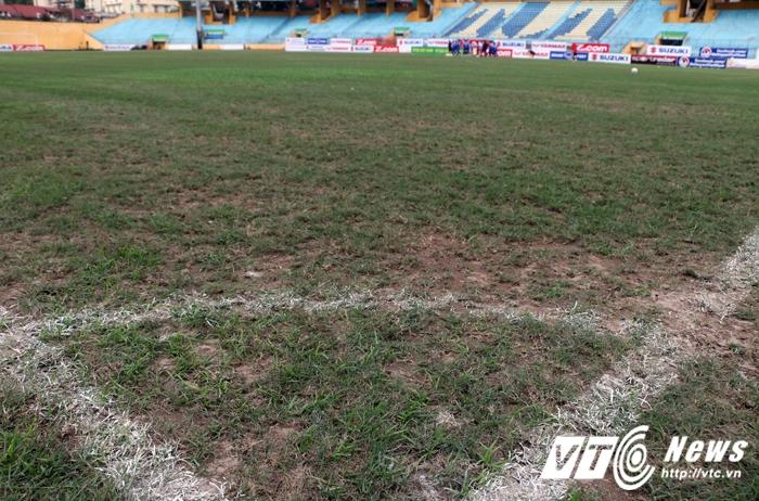 Viet Nam vs Dai Loan: Can canh san dau nhu mat ruong khien HLV Huu Thang 'chan cha buon noi' hinh anh 2