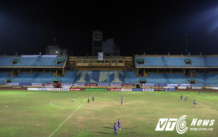 Viet Nam vs Dai Loan: Can canh san dau nhu mat ruong khien HLV Huu Thang 'chan cha buon noi' hinh anh 1