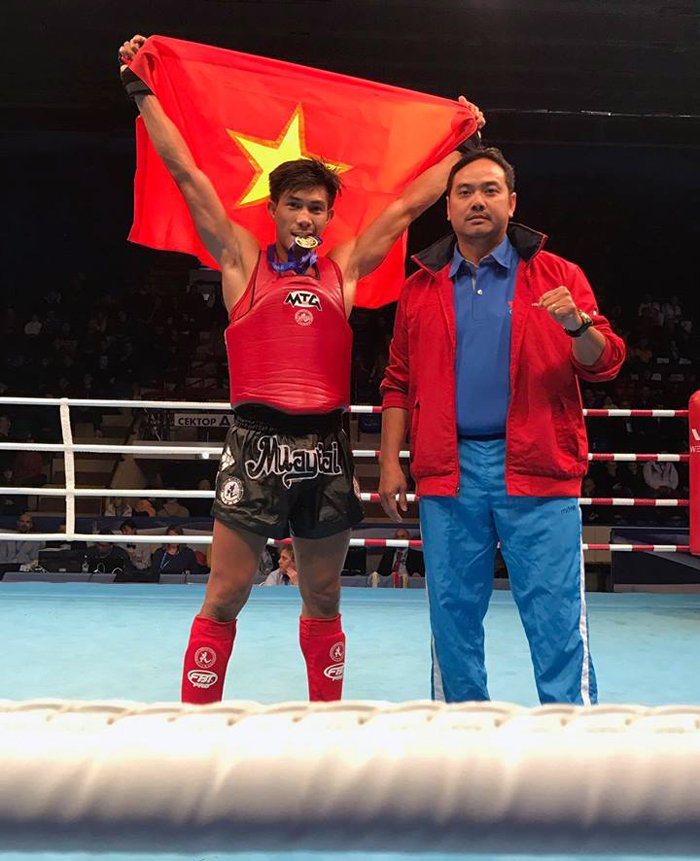 Doc co cau bai Nguyen Tran Duy Nhat vo dich Muay Thai the gioi hinh anh 1