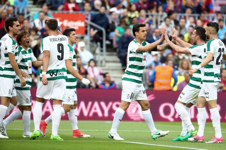 Video ket qua Barcelona vs Eibar: Messi lap cu dup, Barca van cay dang nhin Real dang quang hinh anh 1