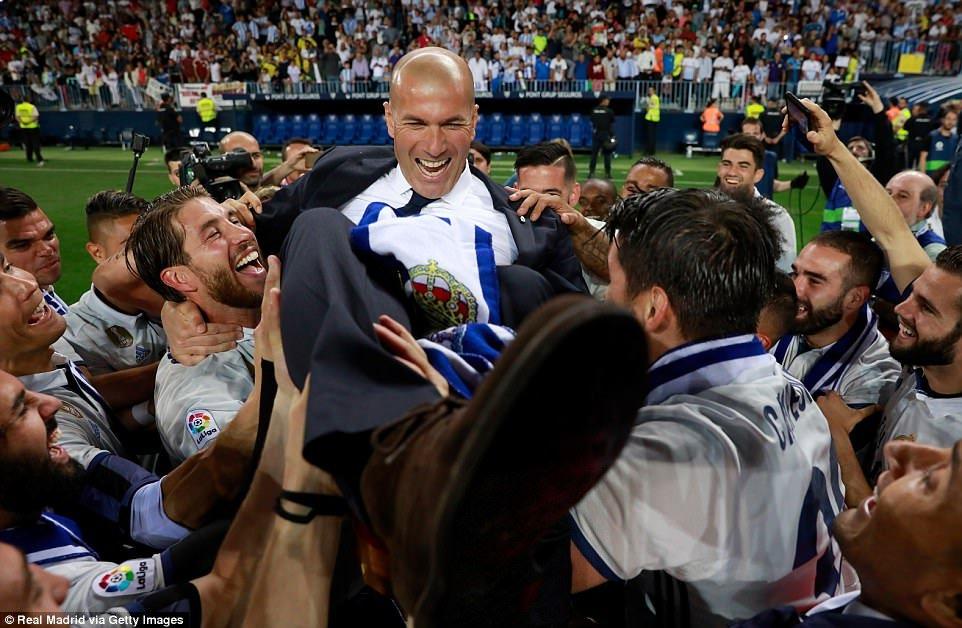 Real Madrid an mung chuc vo dich La Liga giua bien nguoi hinh anh 4