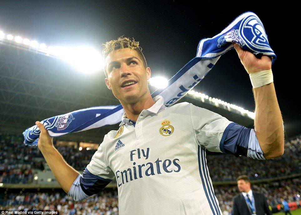 Real Madrid an mung chuc vo dich La Liga giua bien nguoi hinh anh 5