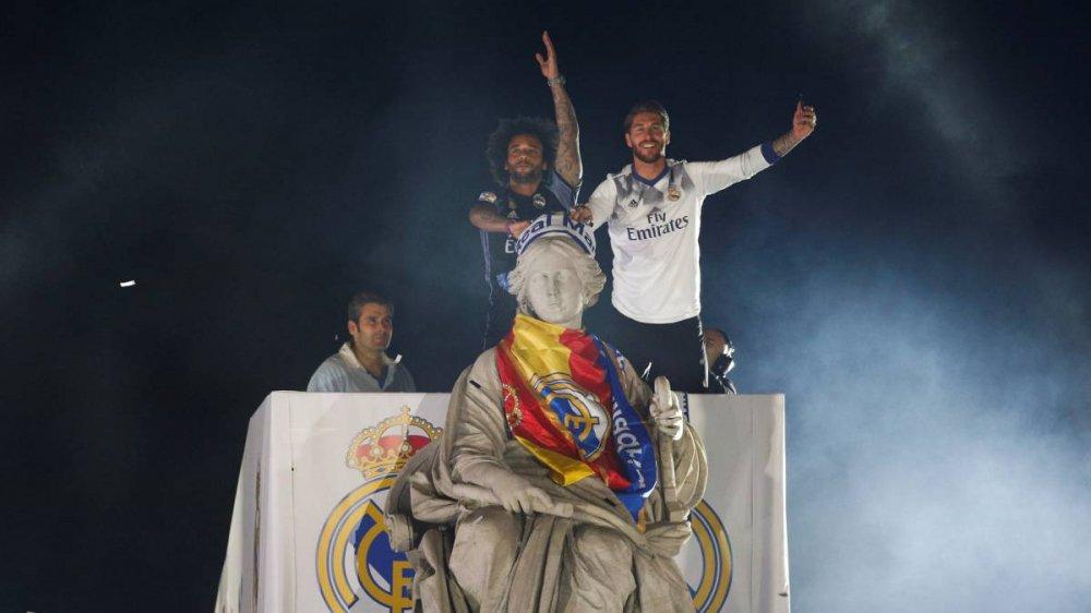 Real Madrid an mung chuc vo dich La Liga giua bien nguoi hinh anh 8