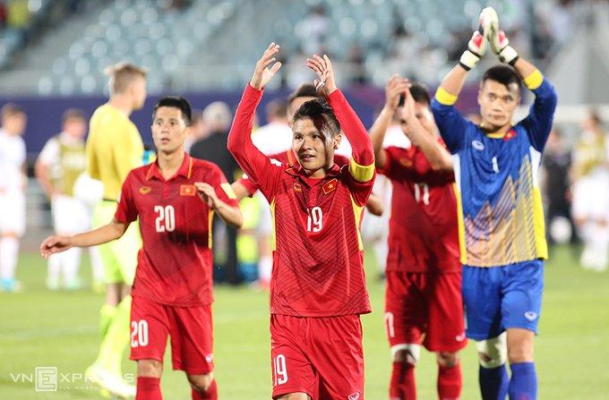 Vi sao HLV Hoang Anh Tuan quat thao khi cau thu U20 Viet Nam guc xuong san? hinh anh 7