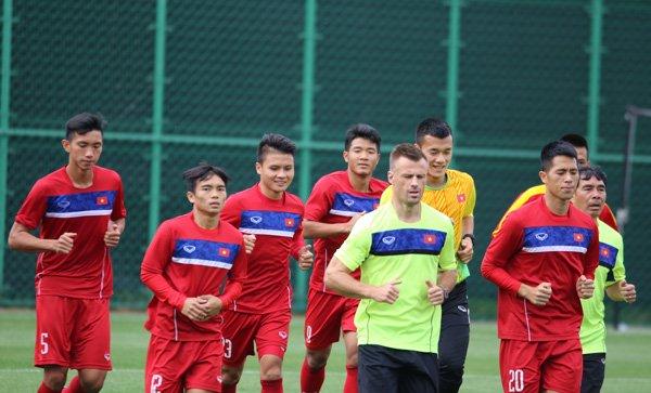HLV Hoang Anh Tuan: U20 Viet Nam khong bao gio duoc phep guc nga hinh anh 1