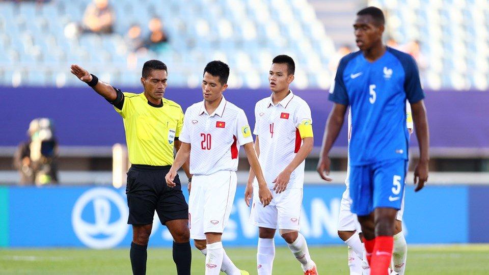 HLV U20 Viet Nam buc xuc: Trong tai nhu the khong du kha nang bat World Cup hinh anh 1