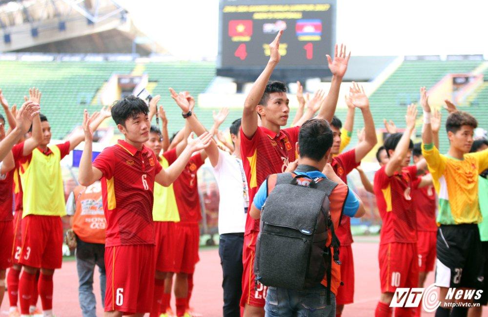 Thay tro HLV Huu Thang an mung kieu Viking cam on CDV Viet Nam hinh anh 5