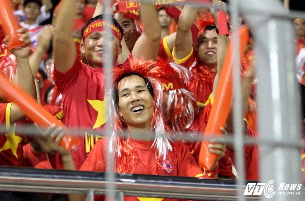 Ngan nguoi gao thet co dong, U22 Viet Nam van khong thang noi U22 Indonesia hinh anh 3