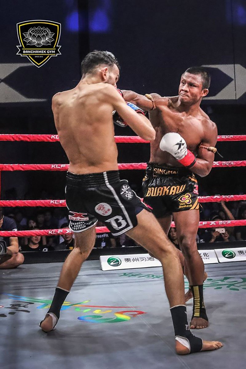 Den luot 'Thanh Muay' Buakaw danh doi thu bat tinh o Trung Quoc hinh anh 1
