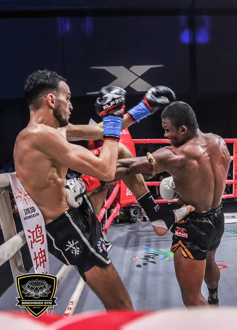 Den luot 'Thanh Muay' Buakaw danh doi thu bat tinh o Trung Quoc hinh anh 6