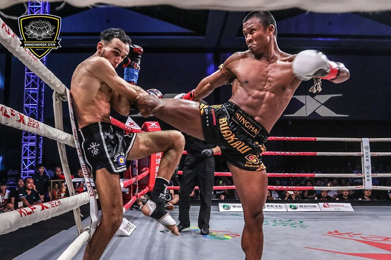 Den luot 'Thanh Muay' Buakaw danh doi thu bat tinh o Trung Quoc hinh anh 8