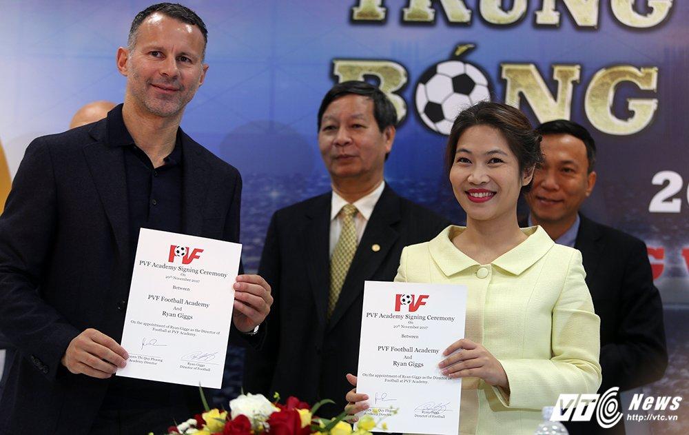 Ryan Giggs, Paul Scholes san sang gui con sang Viet Nam hoc lo PVF hinh anh 4