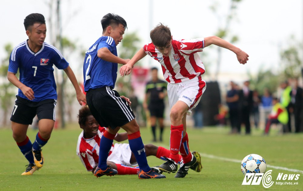 Ryan Giggs nhap nhom khi cau thu U15 PVF sut tung luoi U15 Stoke City hinh anh 9
