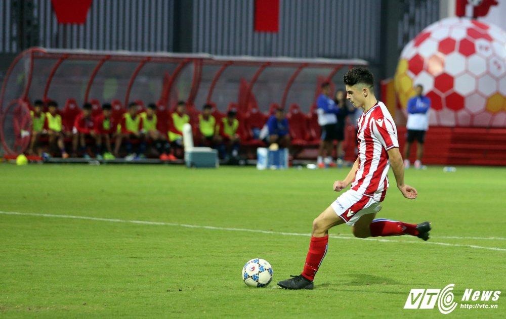 Ryan Giggs nhap nhom khi cau thu U15 PVF sut tung luoi U15 Stoke City hinh anh 11